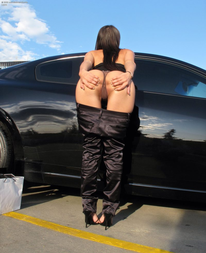 in the crack nude car