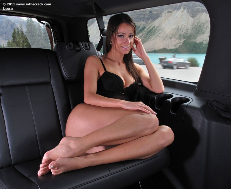 lexa-in-car-inthecrack-19