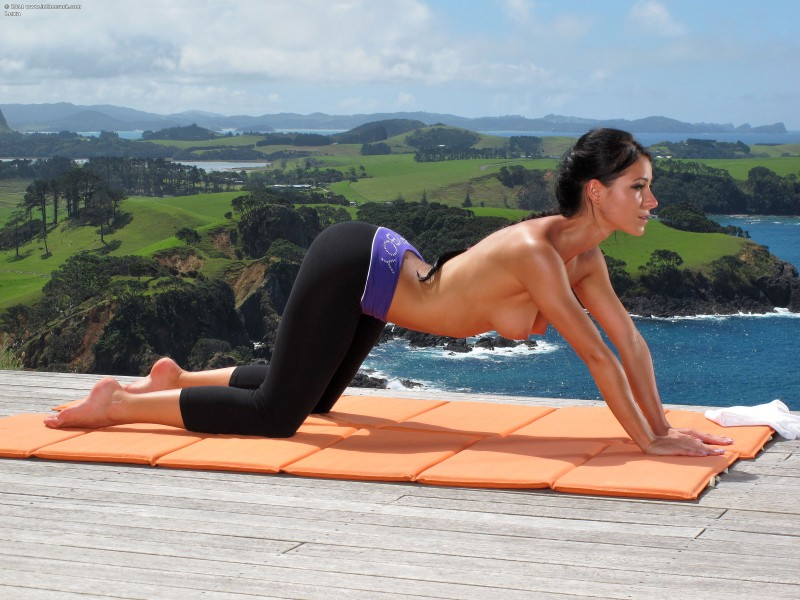 Melisa mendiny yoga