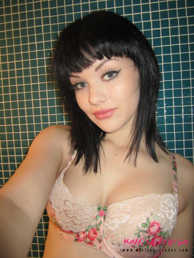 mellisa-clarke-selfshot-nude-shower-02