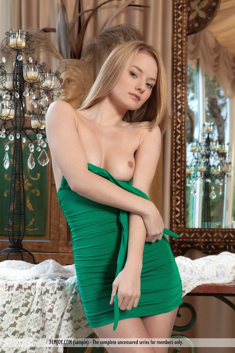 gabi-chair-green-dress-nude-femjoy-02