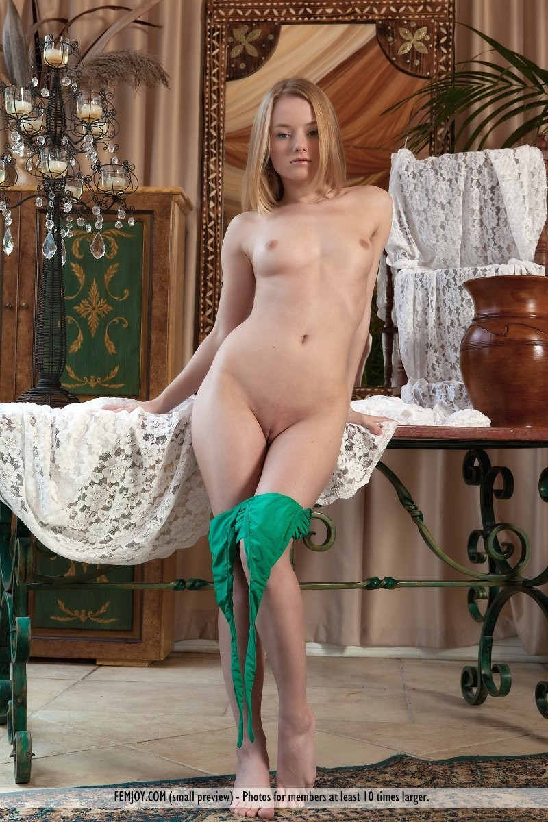 gabi-chair-green-dress-nude-femjoy-03