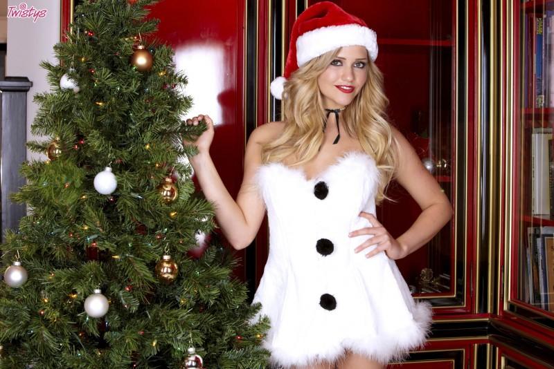 mia-malkova-christmas-nude-snowman-twistys-01