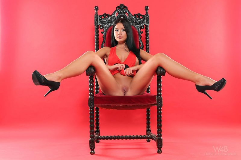 mia-manarote-nude-throne-watch4beauty-04