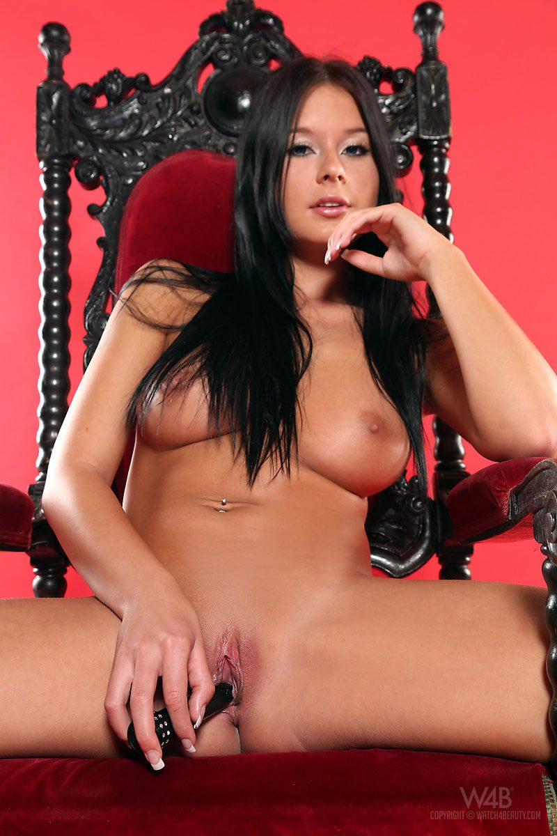 mia-manarote-nude-throne-watch4beauty-13