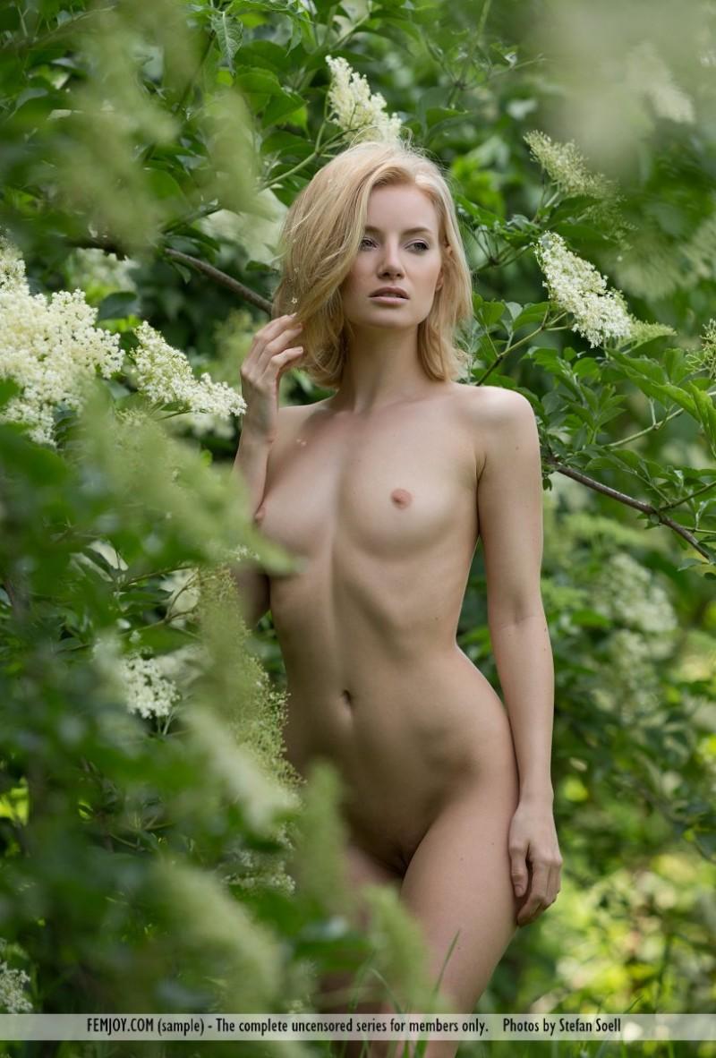 gabi-orchard-nude-femjoy-02