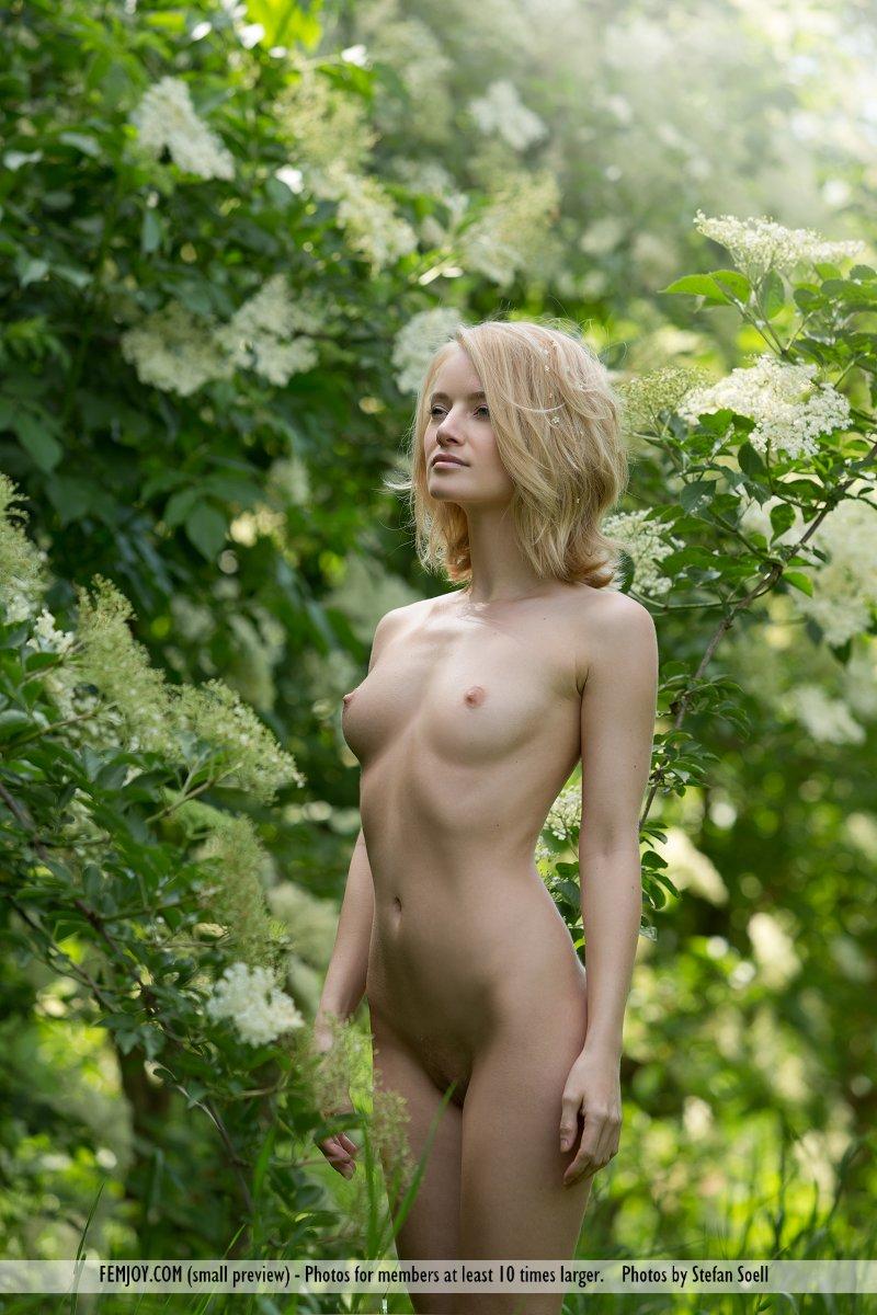 gabi-orchard-nude-femjoy-09