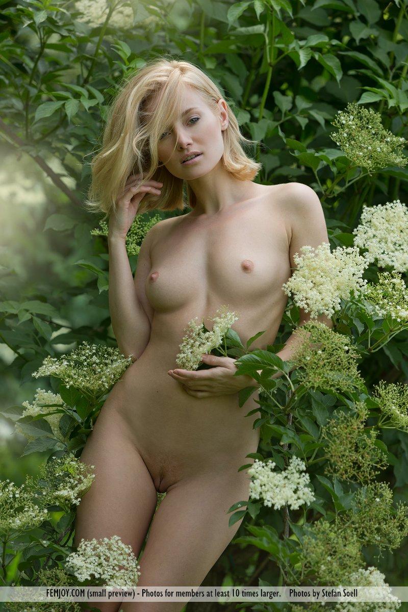 gabi-orchard-nude-femjoy-15