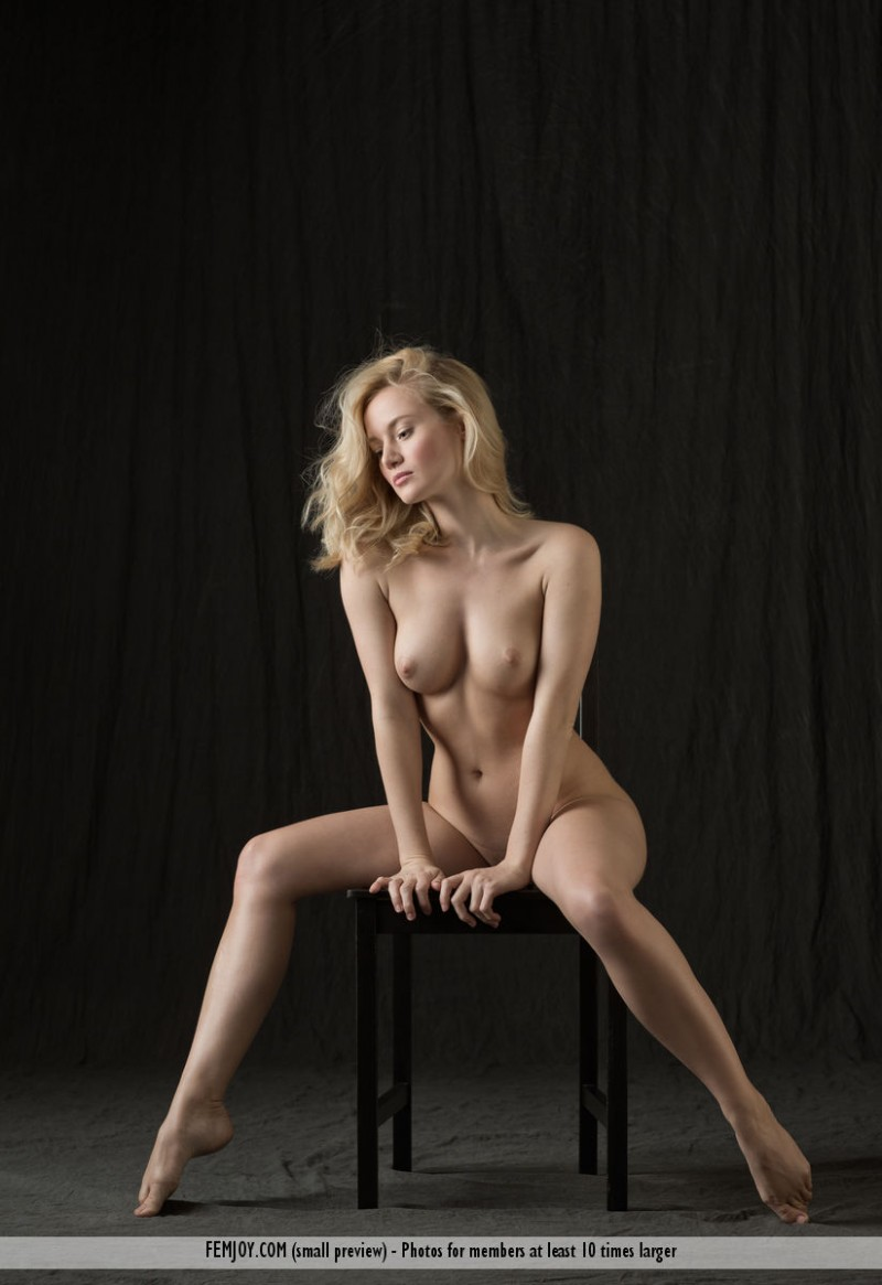 gabi-chair-nude-blond-femjoy-10