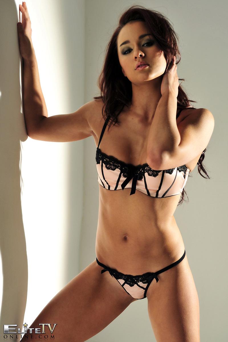 mica-martinez-nude-high-heels-elitetvonline-03