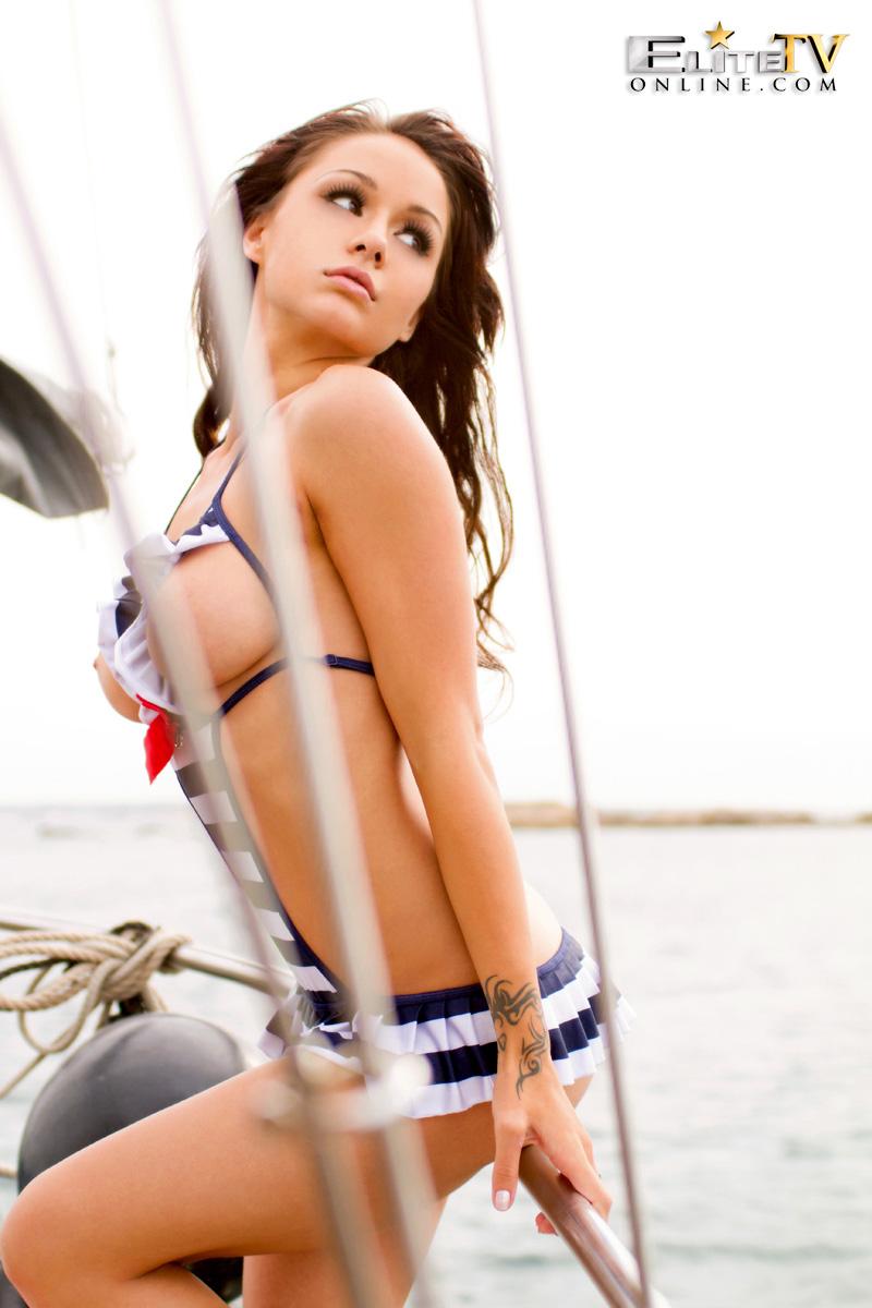 mica-martinez-boat-elitetv-10
