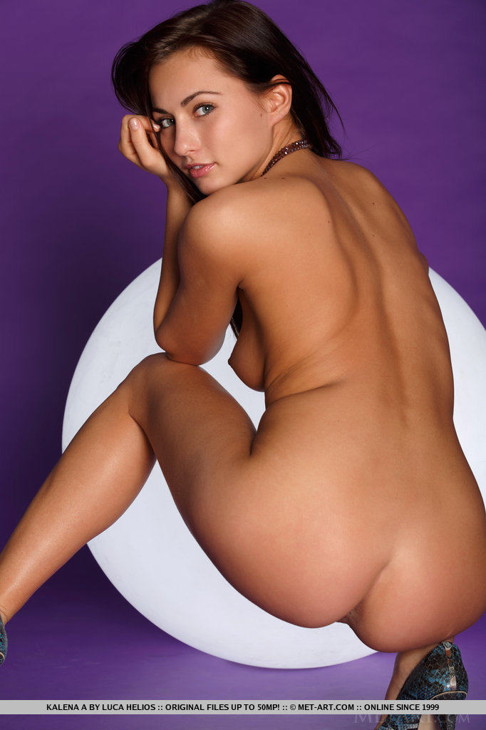 kalena-a-nude-light-ball-metart-11