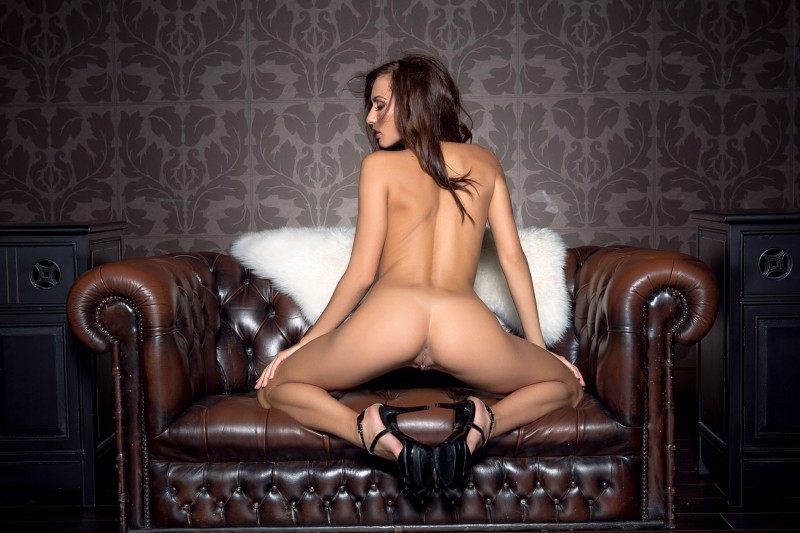 michaela-isizzu-leather-couch-playboy-05