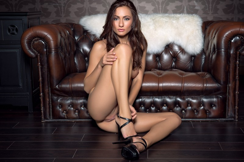 michaela-isizzu-leather-couch-playboy-08