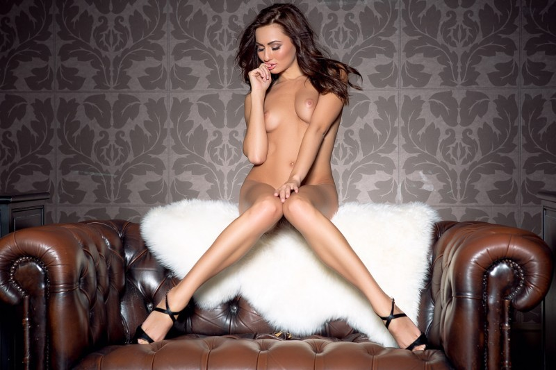 michaela-isizzu-leather-couch-playboy-13