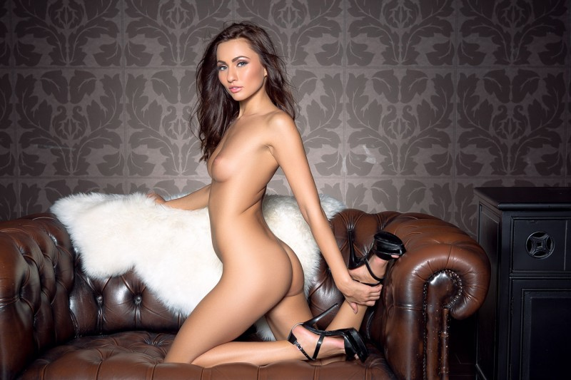 michaela-isizzu-leather-couch-playboy-15