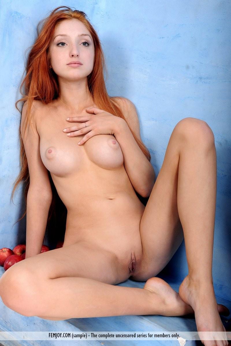marga-e-apples-redhead-nude-femjoy-10