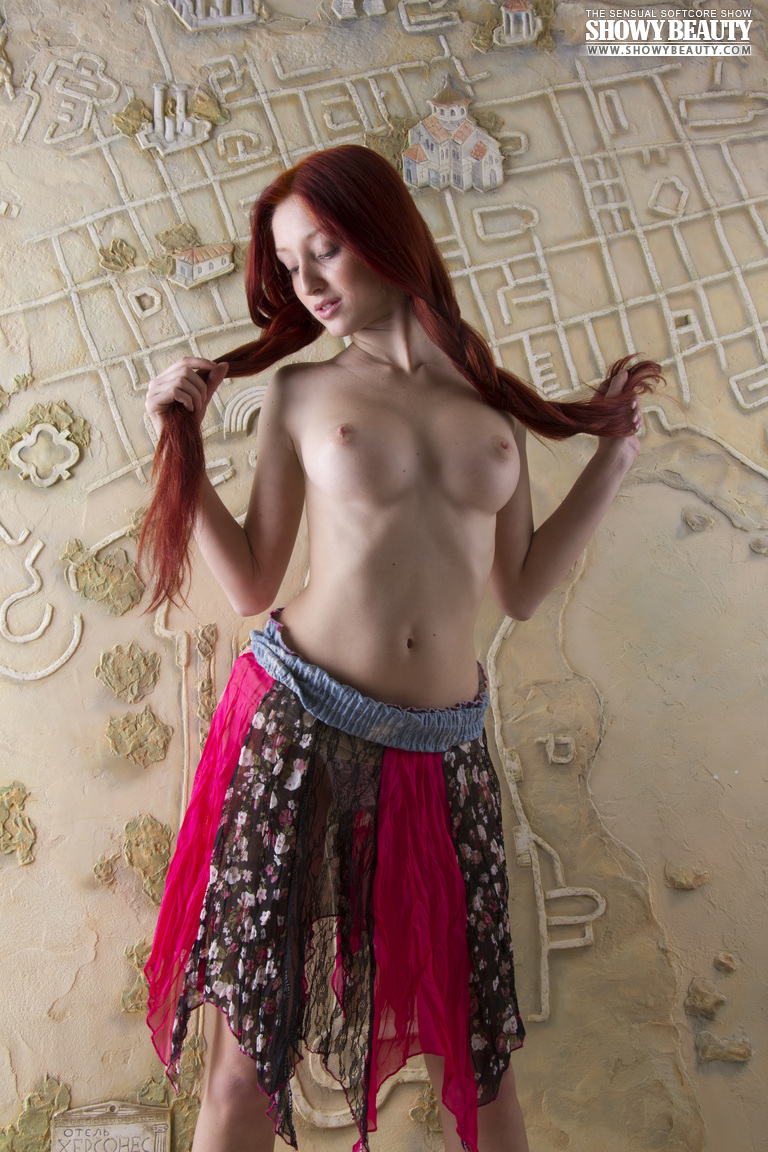 red-fox-redhead-long-hair-showy-beauty-04