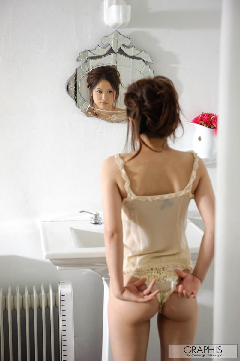midori-mizuno-wet-nude-bathroom-graphis-01