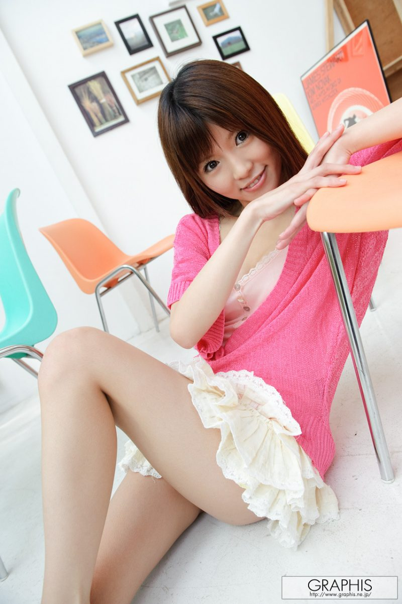 miho-imamura-pink-sweater-nude-graphis-01