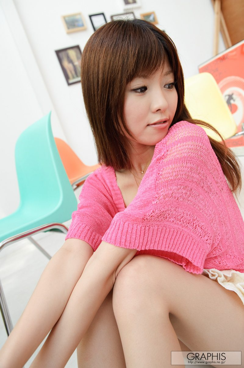 miho-imamura-pink-sweater-nude-graphis-04