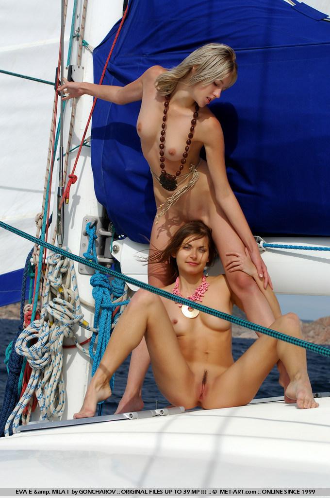 eva-e-&-mila-i-catamaran-nude-metart-05