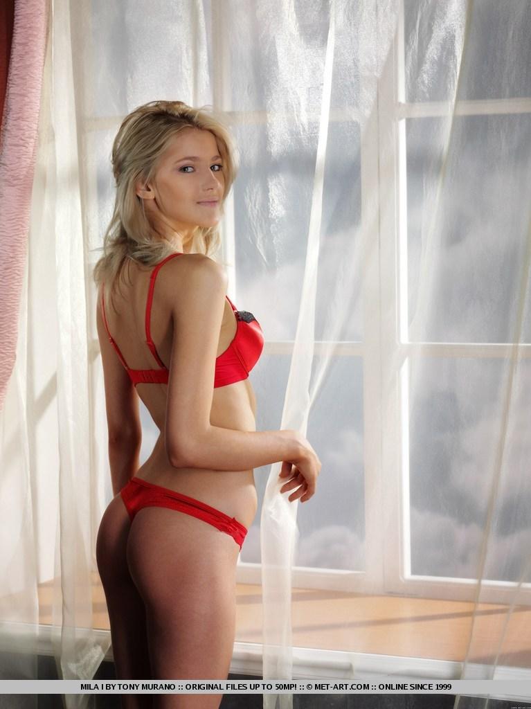 mila-i-red-lingerie-met-art-04