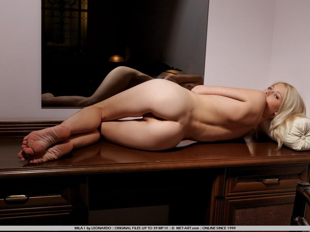 mila-i-nude-blonde-mirror-metart-17