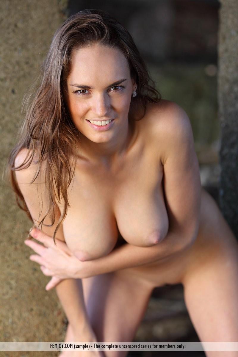 anabelle-seaside-naked-femjoy-16