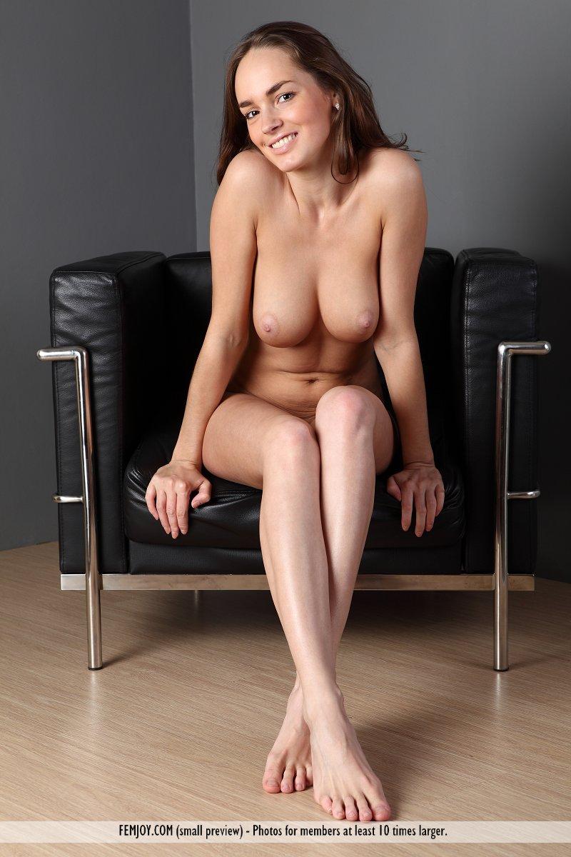 anabelle-armchair-femjoy-13