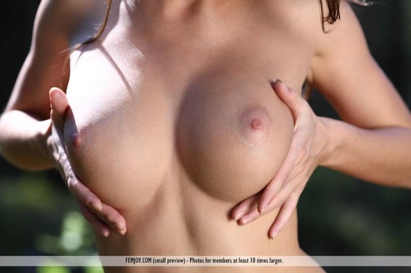 anabelle-nude-woods-femjoy-03