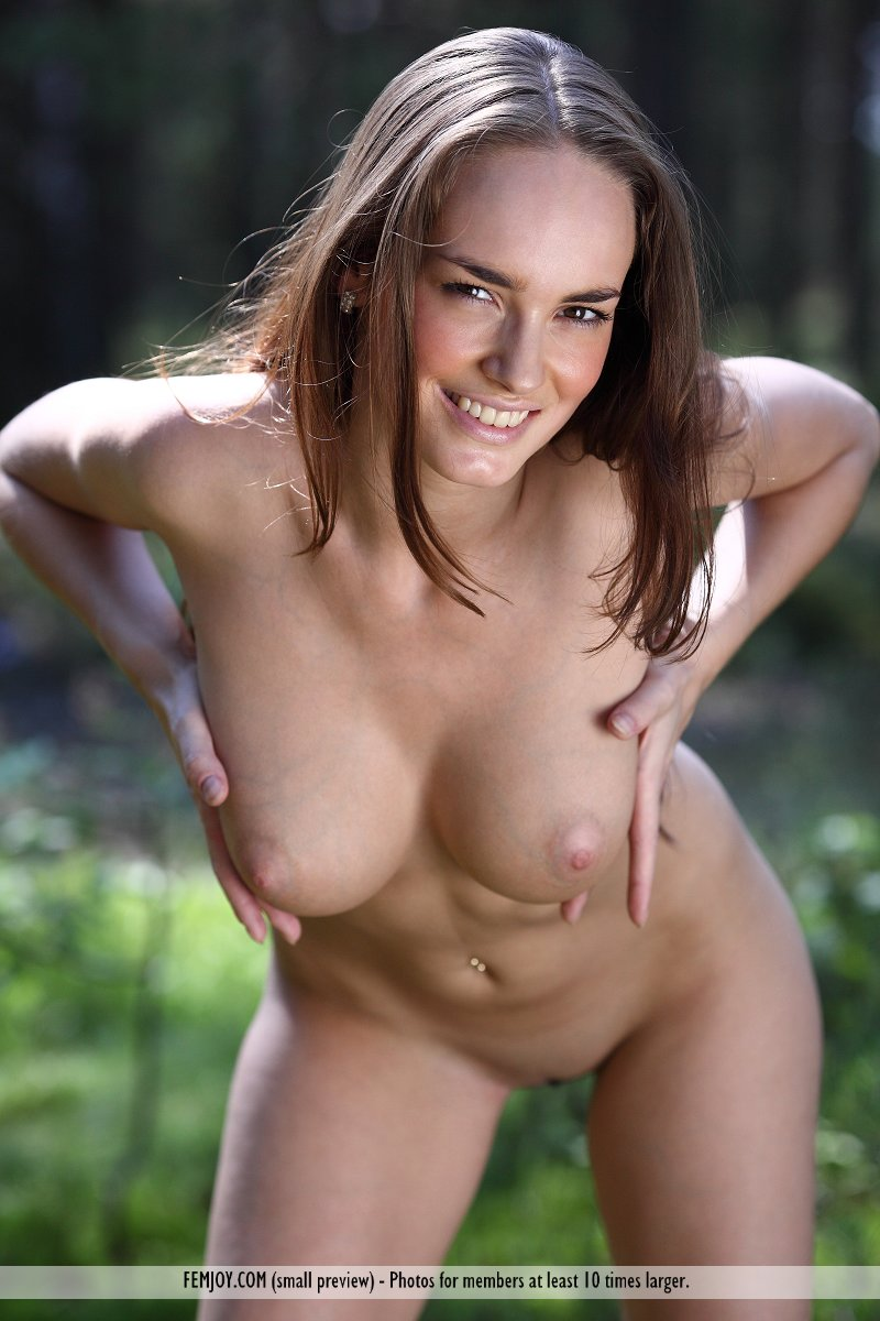 anabelle-nude-woods-femjoy-09