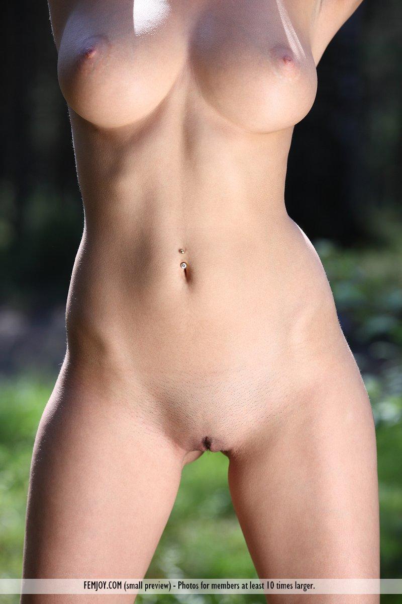 anabelle-nude-woods-femjoy-11