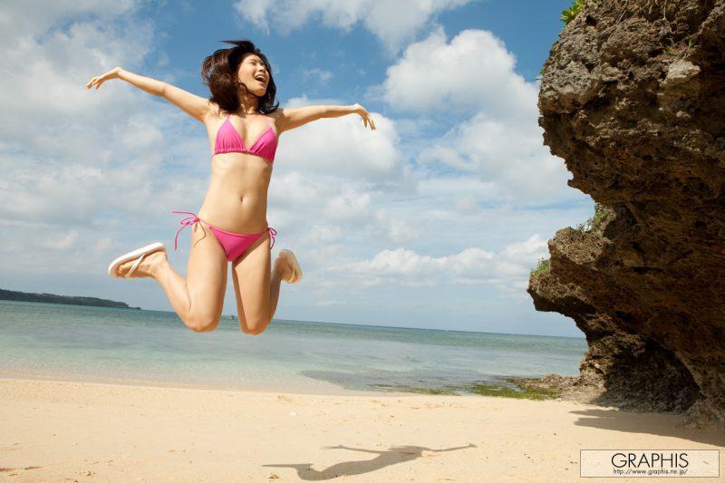 minami-kojima-bikini-nude-beach-nude-graphis-03