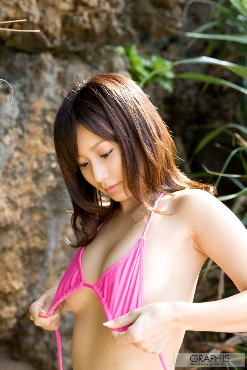 minami-kojima-bikini-nude-beach-nude-graphis-05