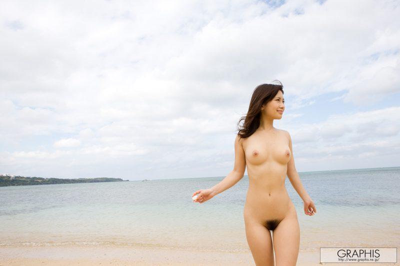 minami-kojima-bikini-nude-beach-nude-graphis-12
