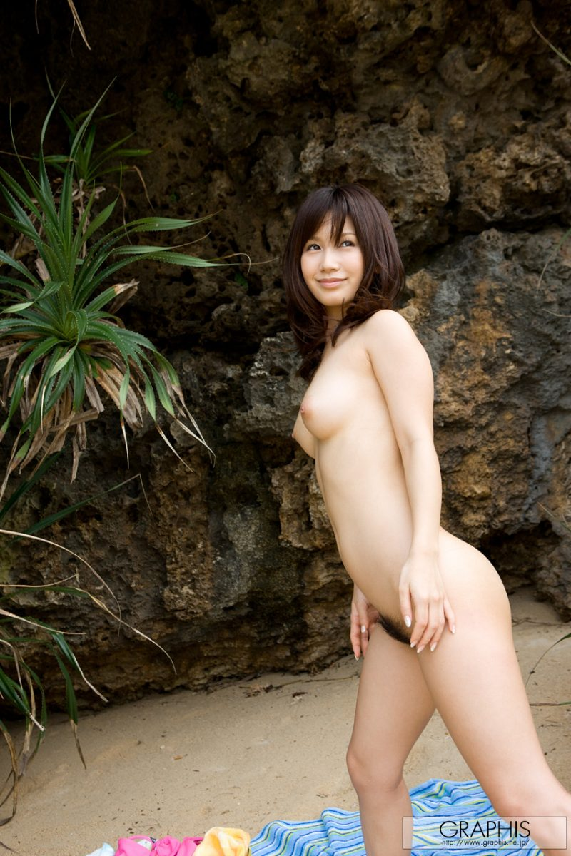 minami-kojima-bikini-nude-beach-nude-graphis-13
