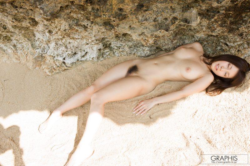 minami-kojima-bikini-nude-beach-nude-graphis-19
