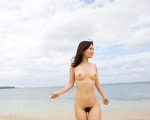 minami-kojima-bikini-nude-beach-nude-graphis
