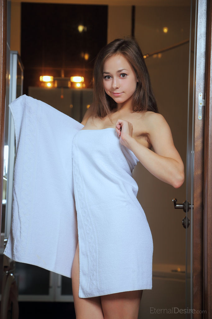 miren-towel-nude-eternal-desire-02