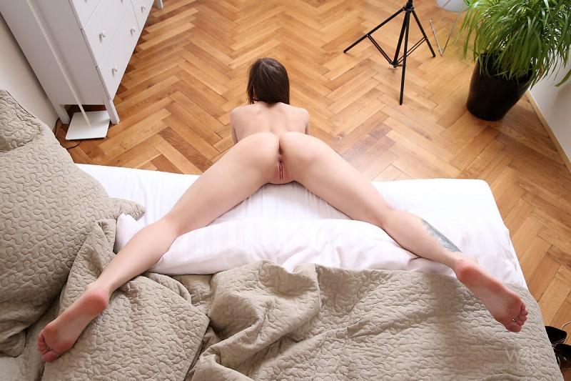 darisha-floor-naked-watch4beauty-04