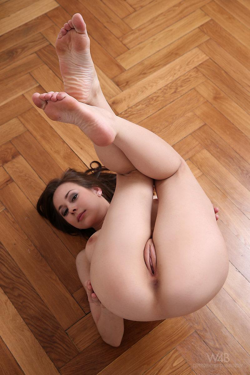 darisha-floor-naked-watch4beauty-15