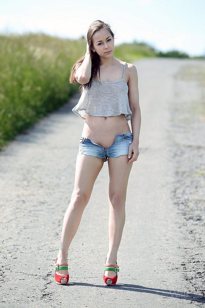 darisha-nude-on-road-watch4beauty-01