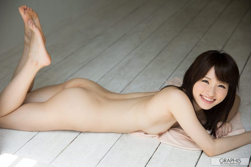 moe-amatsuka-nude-headband-graphis-15