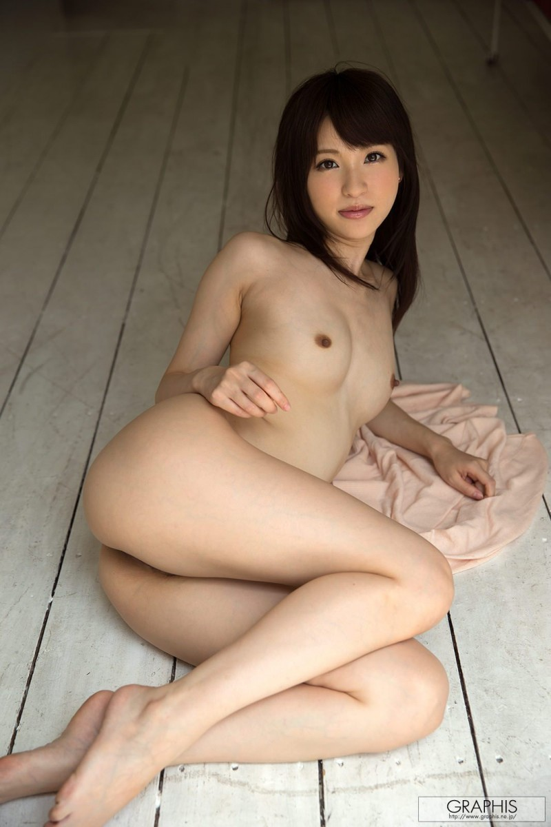 moe-amatsuka-nude-headband-graphis-16