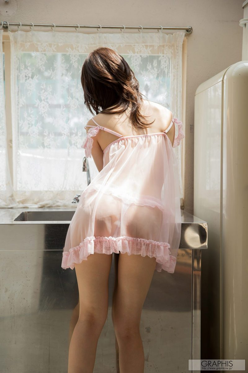 moe-amatsuka-pink-nighty-nude-graphis-02