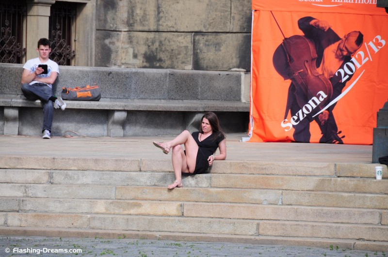 monalee-prague-sightseeing-naked-nipactivity-20