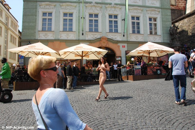 monalee-prague-naked-public-prague-nipactivity-10