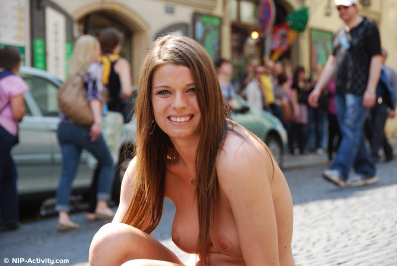 monalee-prague-naked-public-prague-nipactivity-12