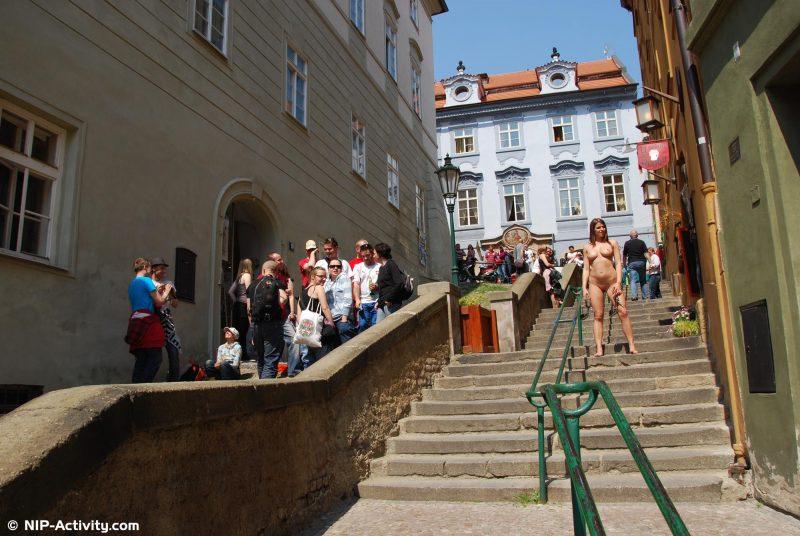 monalee-prague-naked-public-prague-nipactivity-19